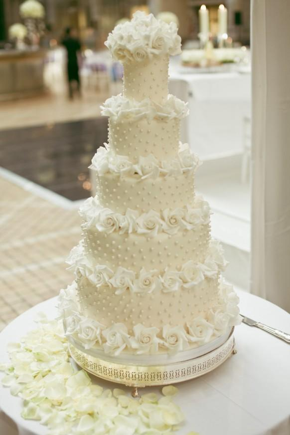 Replica Of Tom Cruise Katie Holmess Wedding Cake 1930635