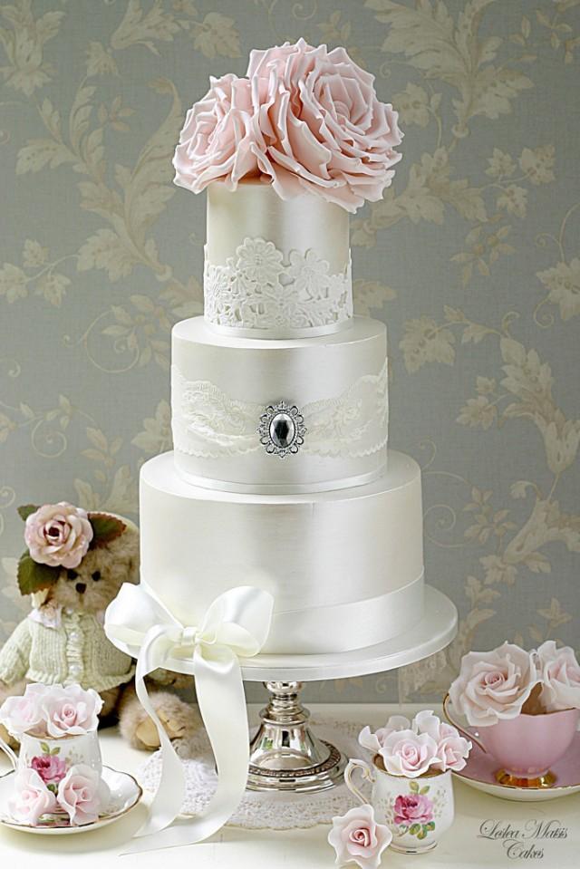 wedding cakes lace and brooch cake 2003503 weddbook