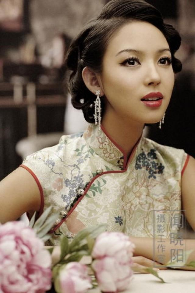 Updo Hair Model Traditional Chinese Wedding 2061182