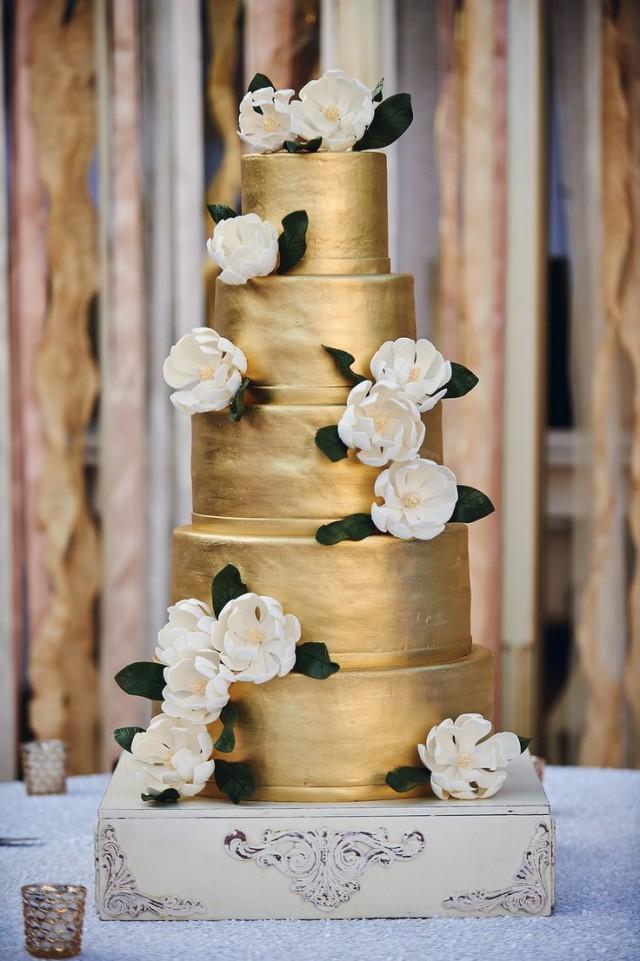 Gold Wedding White Amp Gold Wedding Cakes 2069810 Weddbook