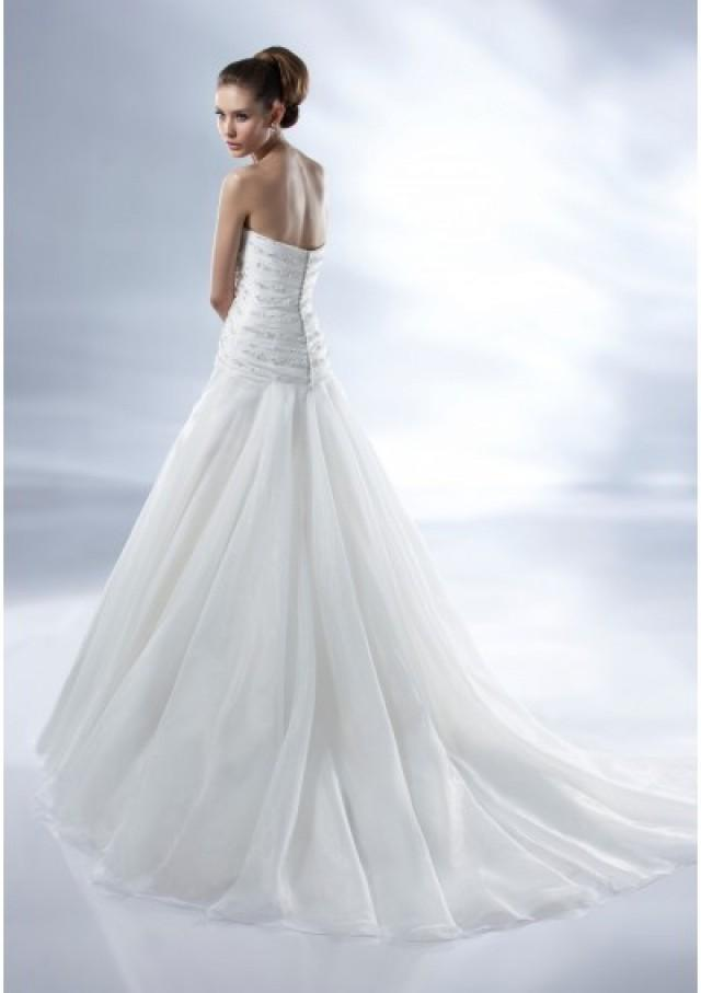46f7023a8ad67 Organza Strapless Sweetheart Neckline Crisscross Pleated Bodice With  Beadwork A-line Draped Skirt With Chapel Train 2012 New Arr