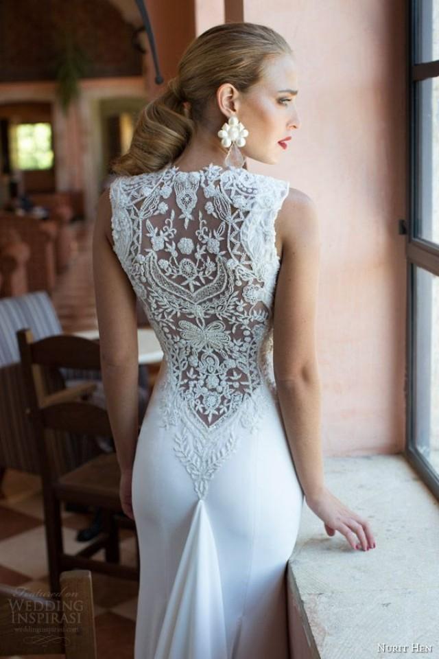 Вечернее платье с кружевной спиной