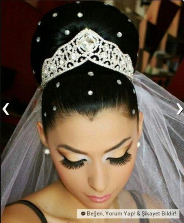 Wedding Hairstyles A Brides Bridal Hair 2204879 Weddbook