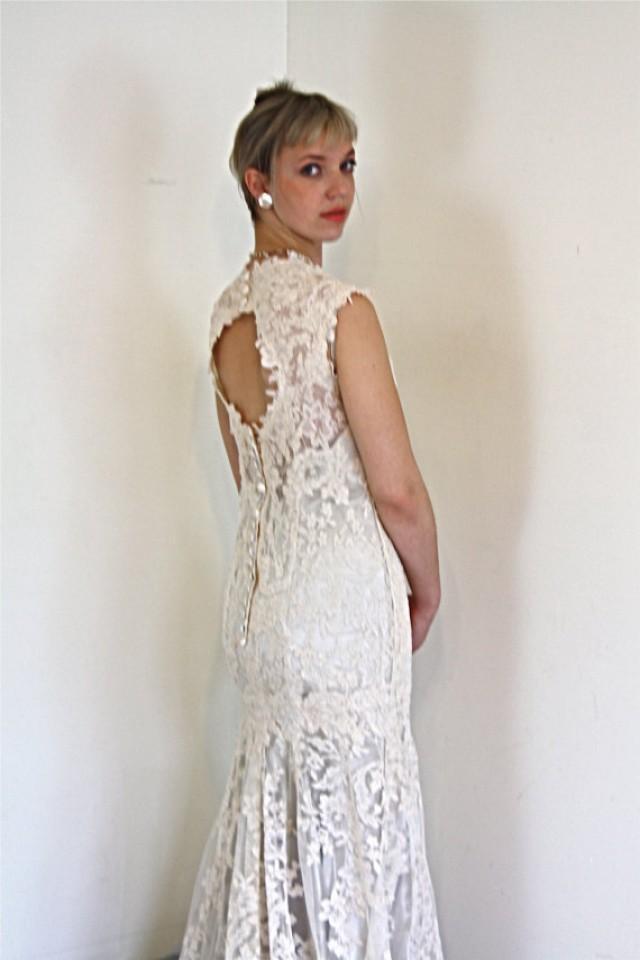 Vintage Wedding Dress Chantilly Lace Mermaid Cut Short Cap Sleeve