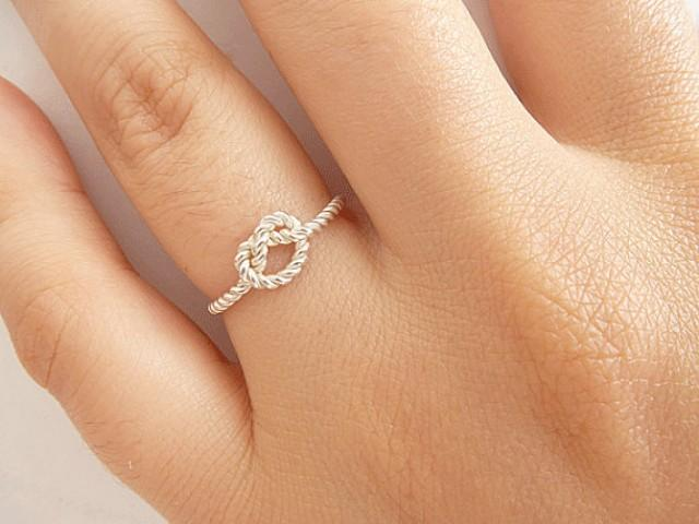 which hand do you wear promise rings on
