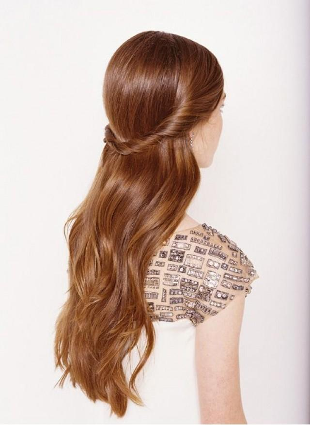 Причёска на прямые волосы на выпускной