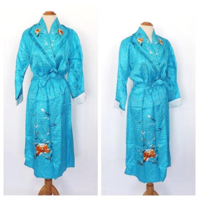 Vintage 1950s 60s Turquoise Blue Floral Embroidered Kimono Robe Lingerie  Yokohama Sakaki Asian Japanese Robe Spring Bridal Dressing Gown 96be55c7b