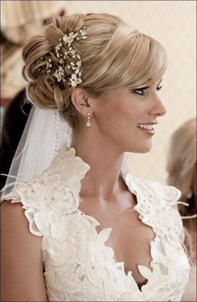 прически для невесты с фатой фото