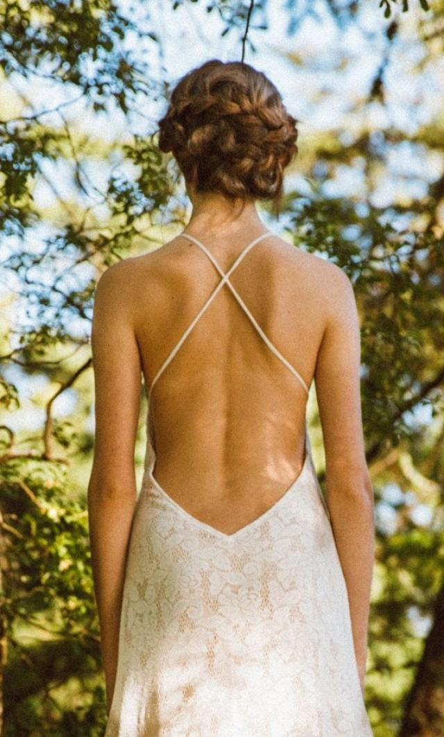 Sexy backless lace gown wedding gown ivory wedding dress for Sexy open back wedding dress