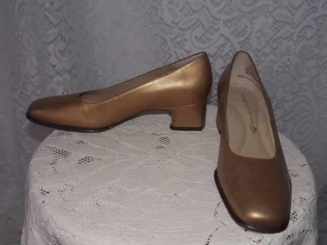 Mother Of The Bride Shoes And Accessories: Vintage 1980s Gold Leather Low Heel Easy Spirit Dress