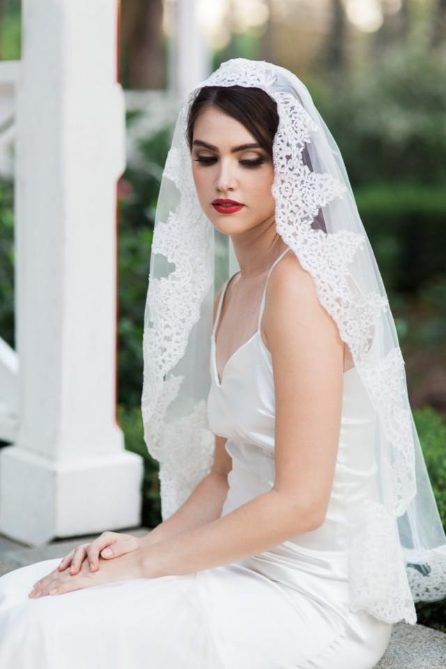 Leonor Veil - Mantilla Veil - Lace Veil - Bridal Veil - Wedding Veil - Traditional Veil ...