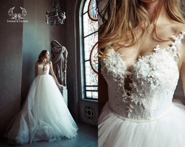 Tulle Ball Gown Wedding Dress: Ball Gown Wedding Dress. Tulle Wedding Dress. Wedding
