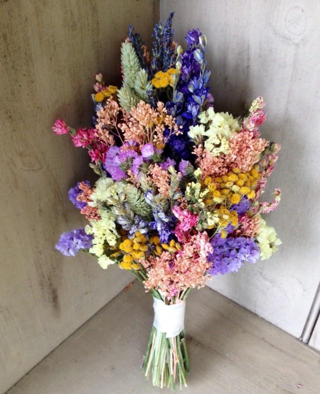 Easy Wedding Flowers: Simple Dried Flower Bridal Bouquet In Pretty Pastel Colors