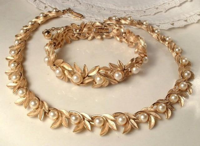Vintage Ivory Pearl Brushed Gold Leaf Link Bridal Necklace Designer