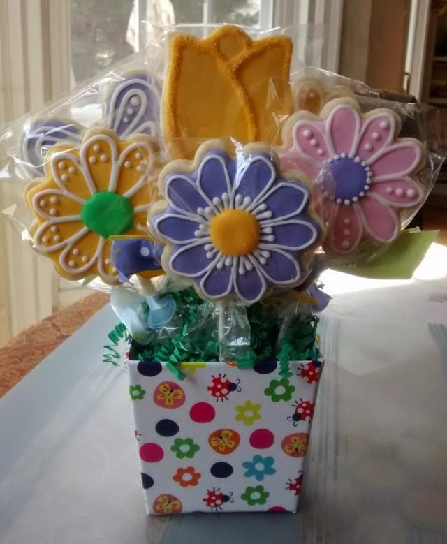 8 Sugar Cookies Bouquet In A Bucket Daisy And Tulip