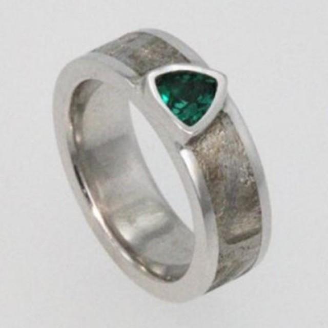 Meteorite Ring With A Brillant Emerald Gemstone And Widmanstatten Magnificent Widmanstatten Pattern
