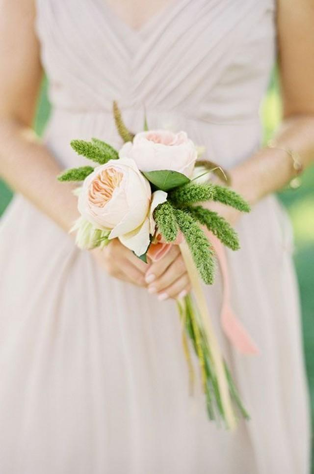 A Simple And Romantic Wedding Bouquet Compliments The Delicate