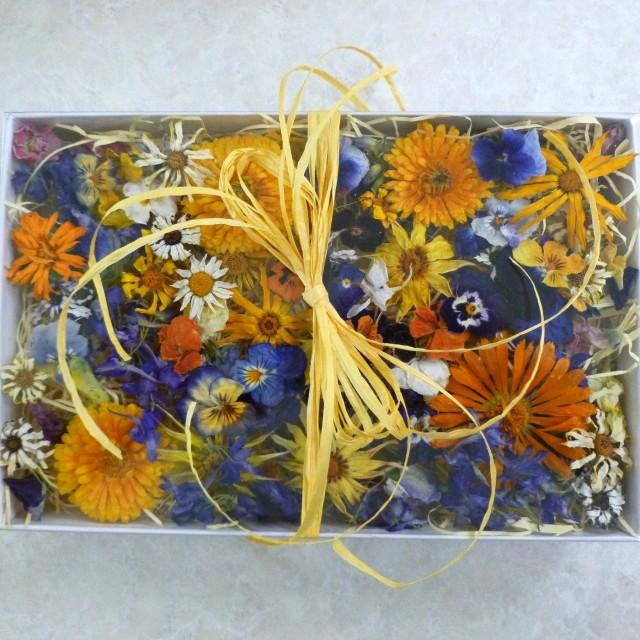 Dried flowers giftbox table decorations wedding for Dried flowers craft supplies