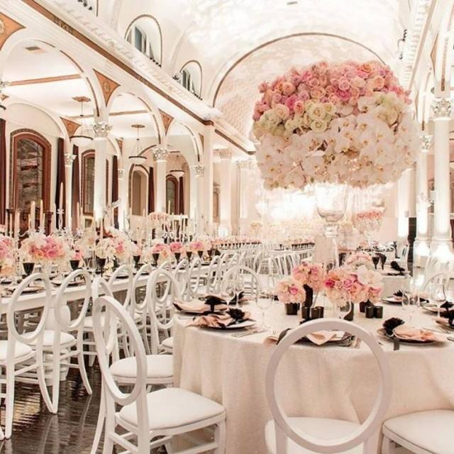 "White Luxury Wedding Decor With Wonderful And Beautiful: Belle The Magazine On Instagram: ""This Wedding Set Up"