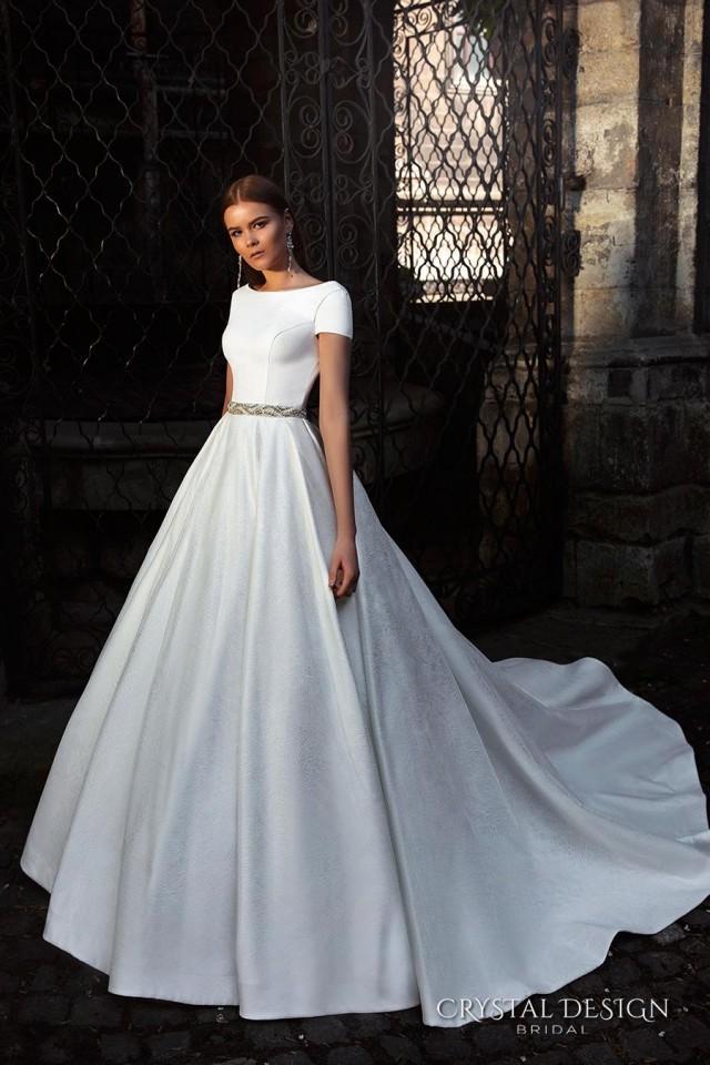 New Arrival Short Sleeve Backless Crystal Design 2016 Wedding Dresses Beaded Sash Bridal Ball