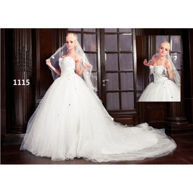 miss robe de paris 1115 superbes robes de mari e pas cher 2584018 weddbook. Black Bedroom Furniture Sets. Home Design Ideas