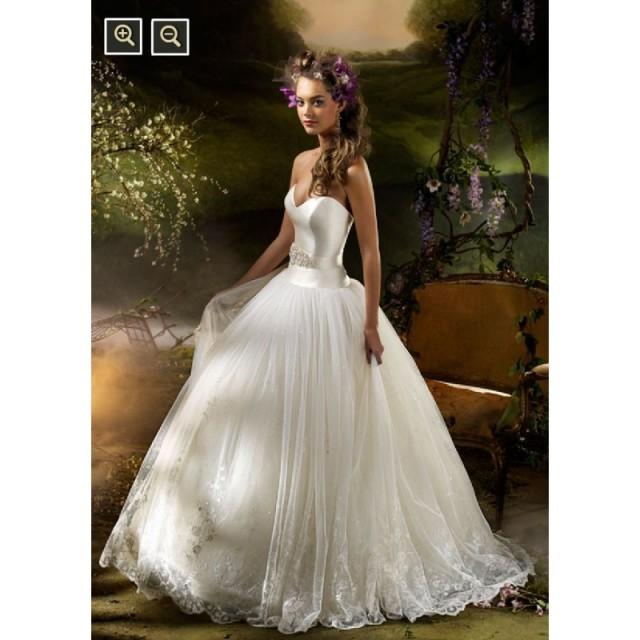 Bridal Gowns And Wedding Dresses By Jlm Couture: JLM Couture LZ3007 Bridal Gown (2010) (JLM10_LZ3007BG