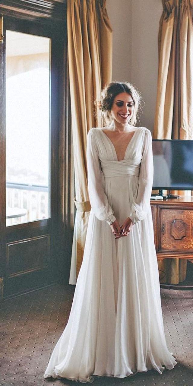 18 Simple Wedding Dresses For Elegant Brides 18   Weddbook
