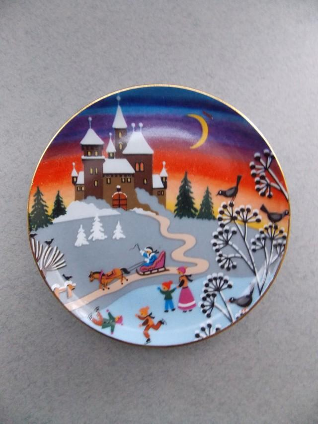 Decorative Christmas Plates For The Wall Simple Christmas Storyvintage Porcelain Platewall Decorbeautiful 2017