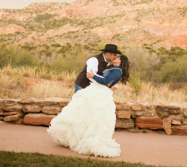 Country Chic Unique Wedding Dress Ruffled Wedding Dress