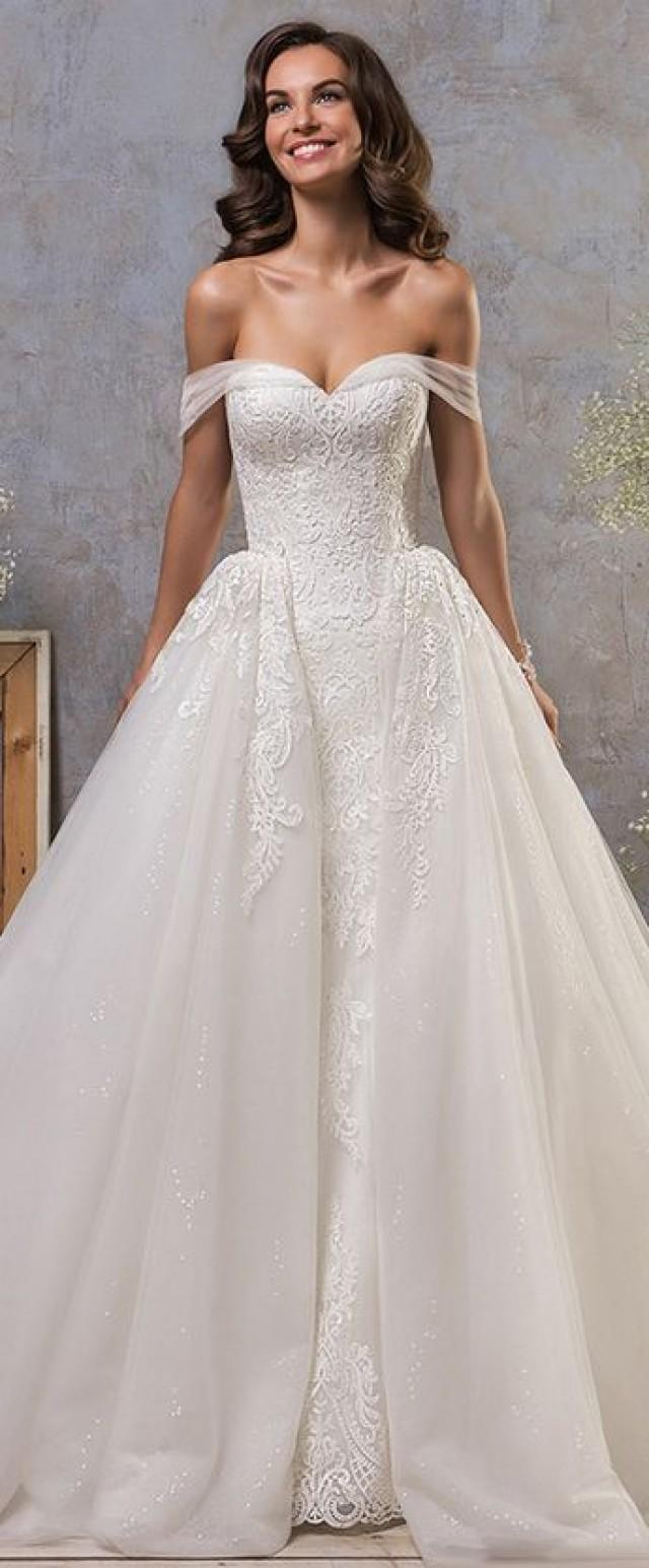 Stunning Tulle Off the shoulder Neckline 20 In 20 Wedding Dress With ...