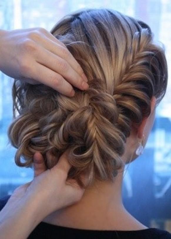 прически колоски на среднюю длину волос