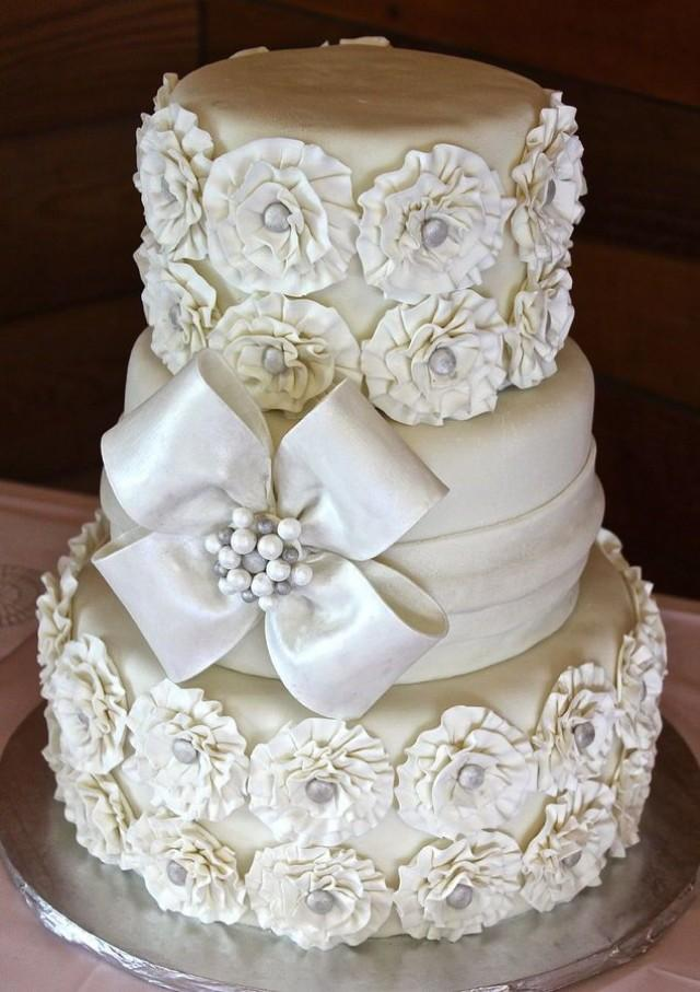 white and gold wedding cake images gold wedding white amp gold wedding cakes 2162497 weddbook 27206