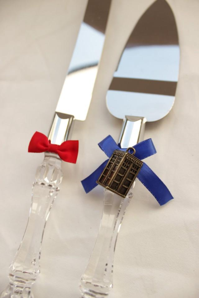 wedding cake cutters dr who wedding cake server and knife tardis and bowtie 8610
